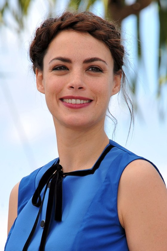 Bérénice Bejo opts for a Heidi style look